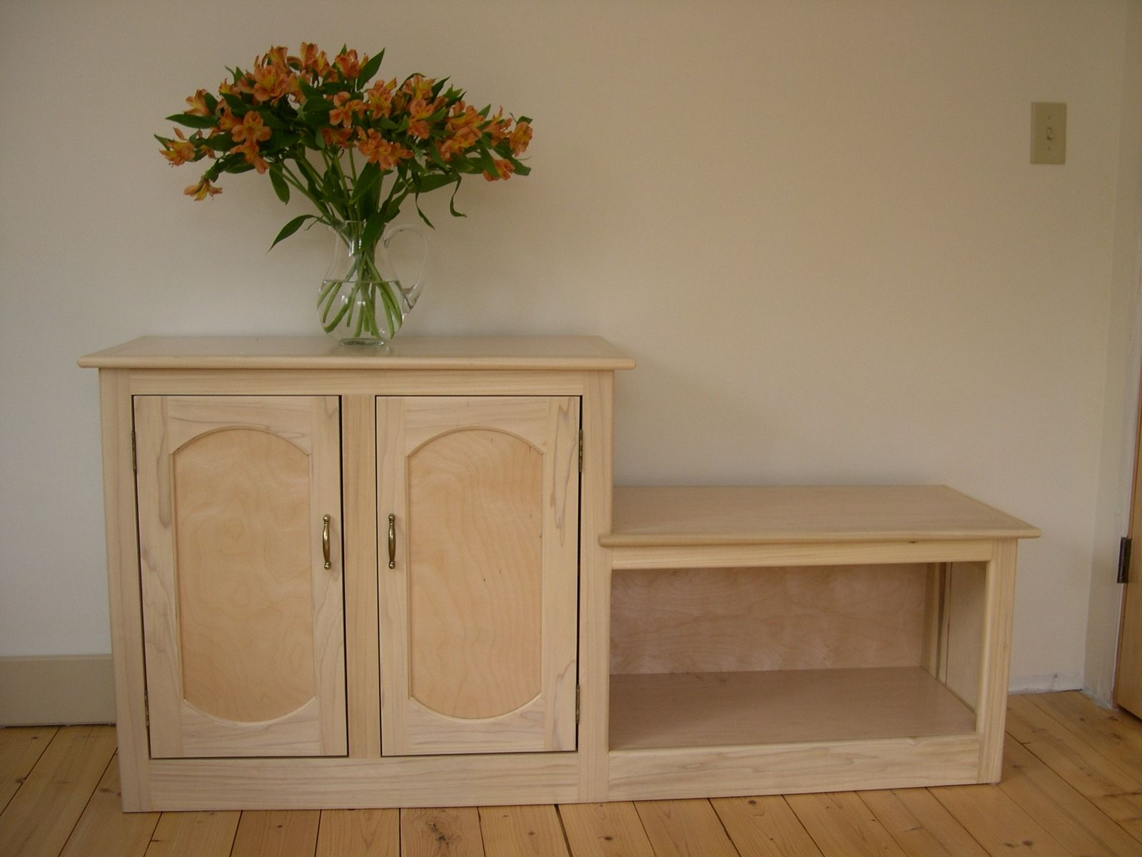 Custom entryway cabinet and bench by r e price cabinetry for Foyer cabinet design