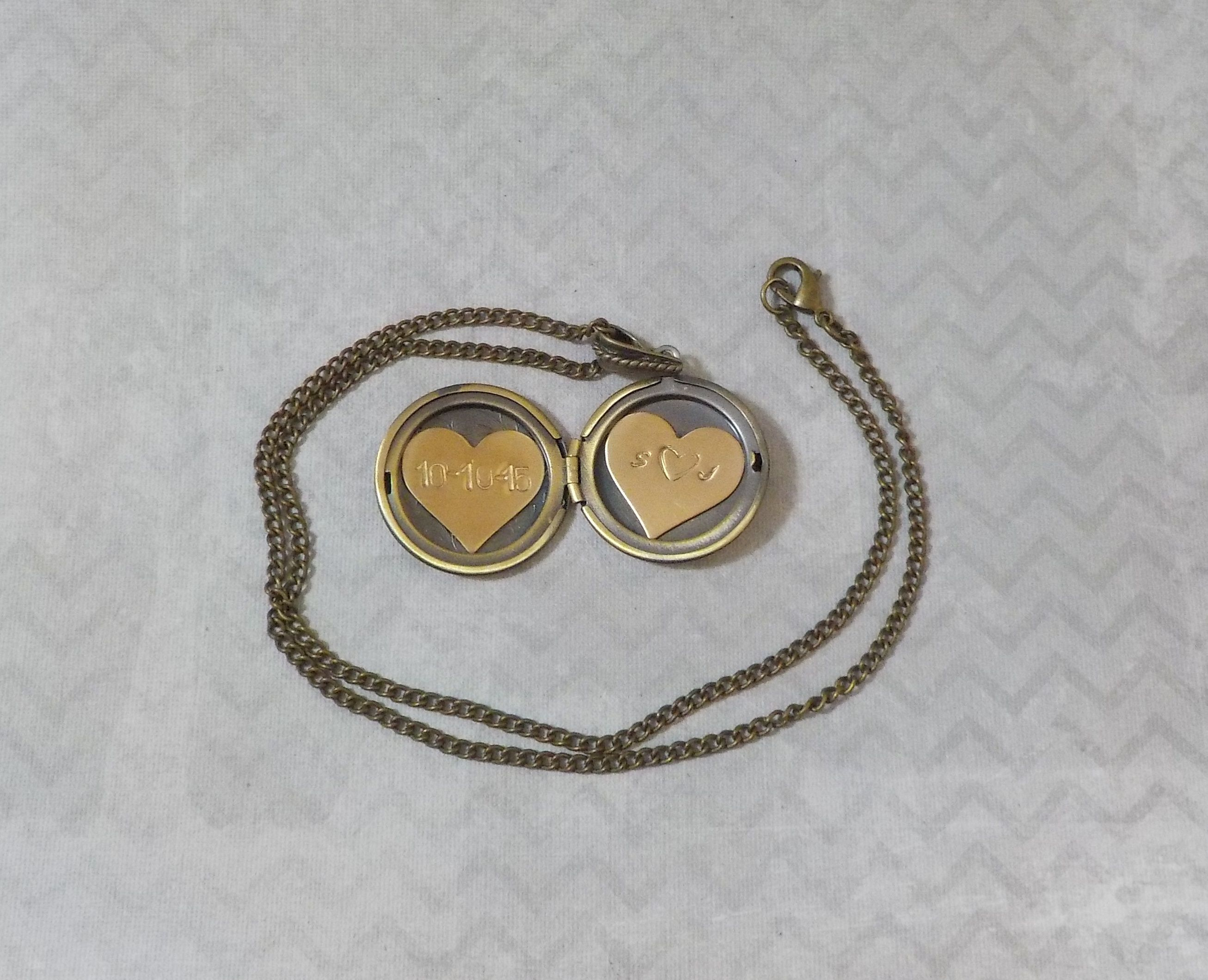 Tiffany locket photo sizer How to Print a Picture for a Locket m