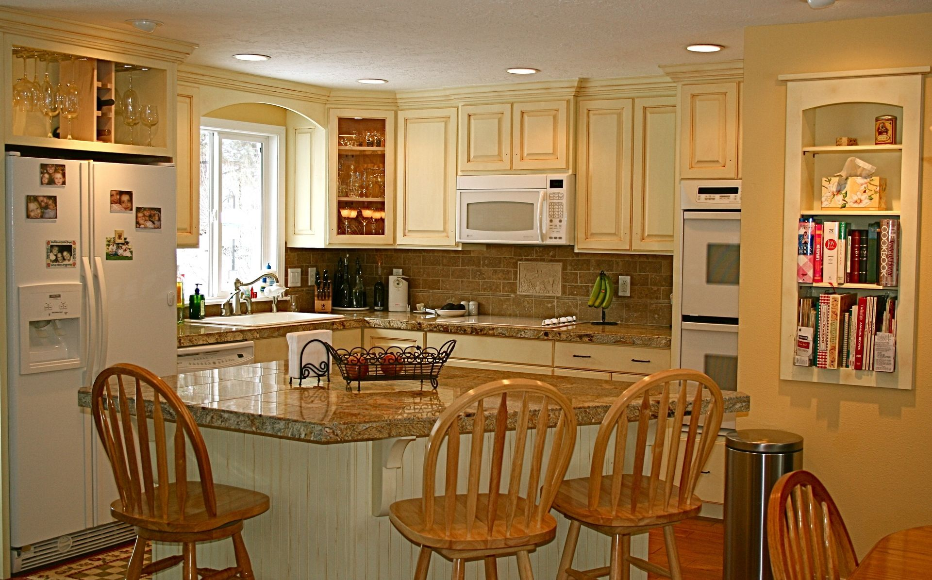 custom made warm and inviting kitchen by grindstone mill. Black Bedroom Furniture Sets. Home Design Ideas