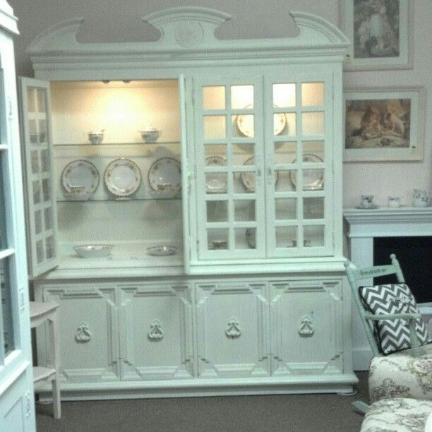 Custom made french country painted shabby chic dining room for Case shabby chic country