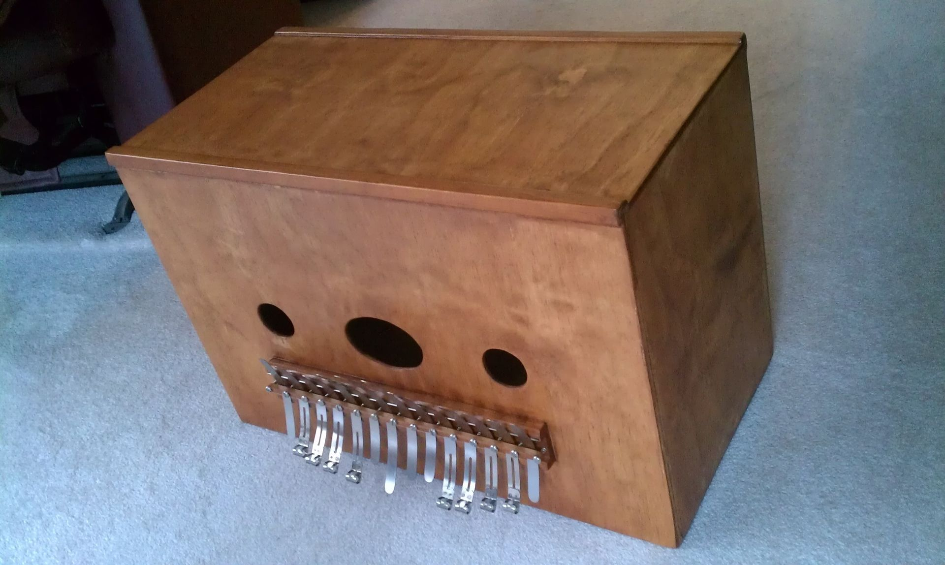 Learn to play the kalimba