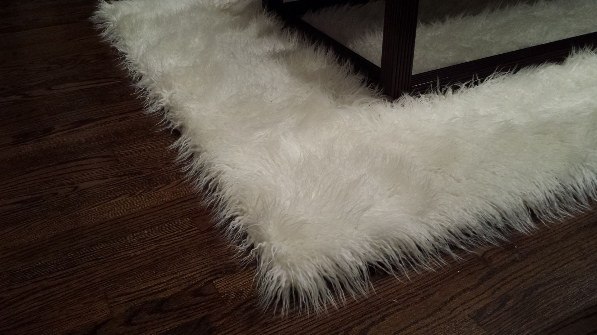 handmade 5 39 x7 39 mongolian white faux fur accent area rug by