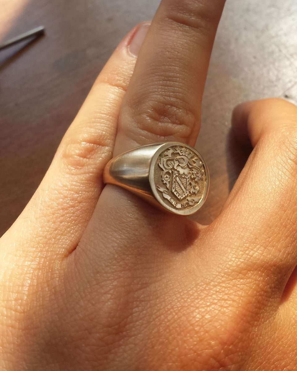 Hand Made Family Crest Ring by prunier vecchio creations | CustomMade ...: www.custommade.com/family-crest-ring/by/pruniervecchio