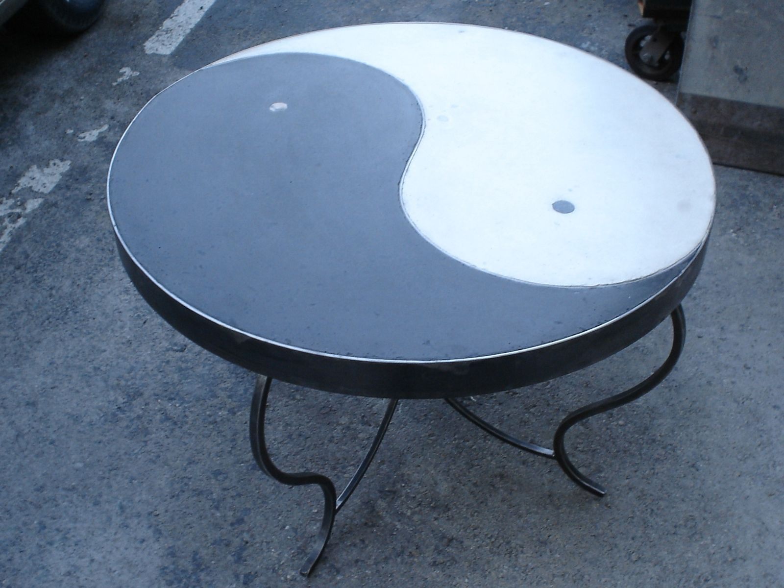 Hand made ying yang table by rock and a hard place for Table yin yang