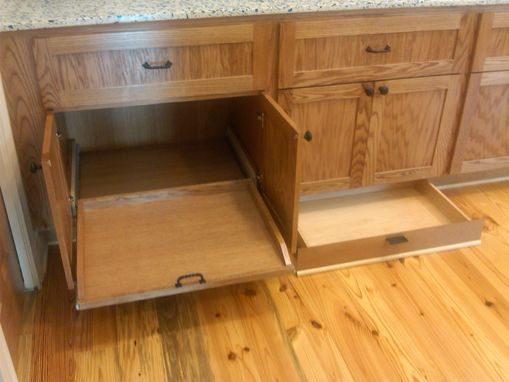 Custom Made Kitchen Cabinets/Island & Hutch