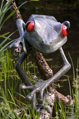 Custom Made Giant Tree Frog