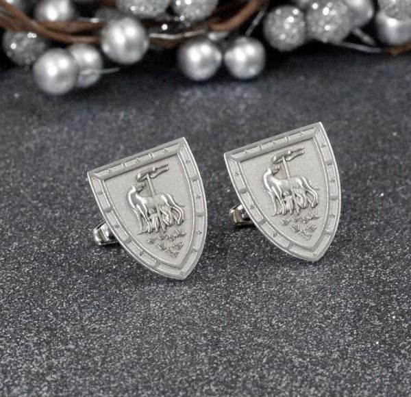 Kelly S Cufflinks Wished To Create A Pair Of Celebrating Her District Or Contrada Victory In The Famous Palio Di Siena Horse Race