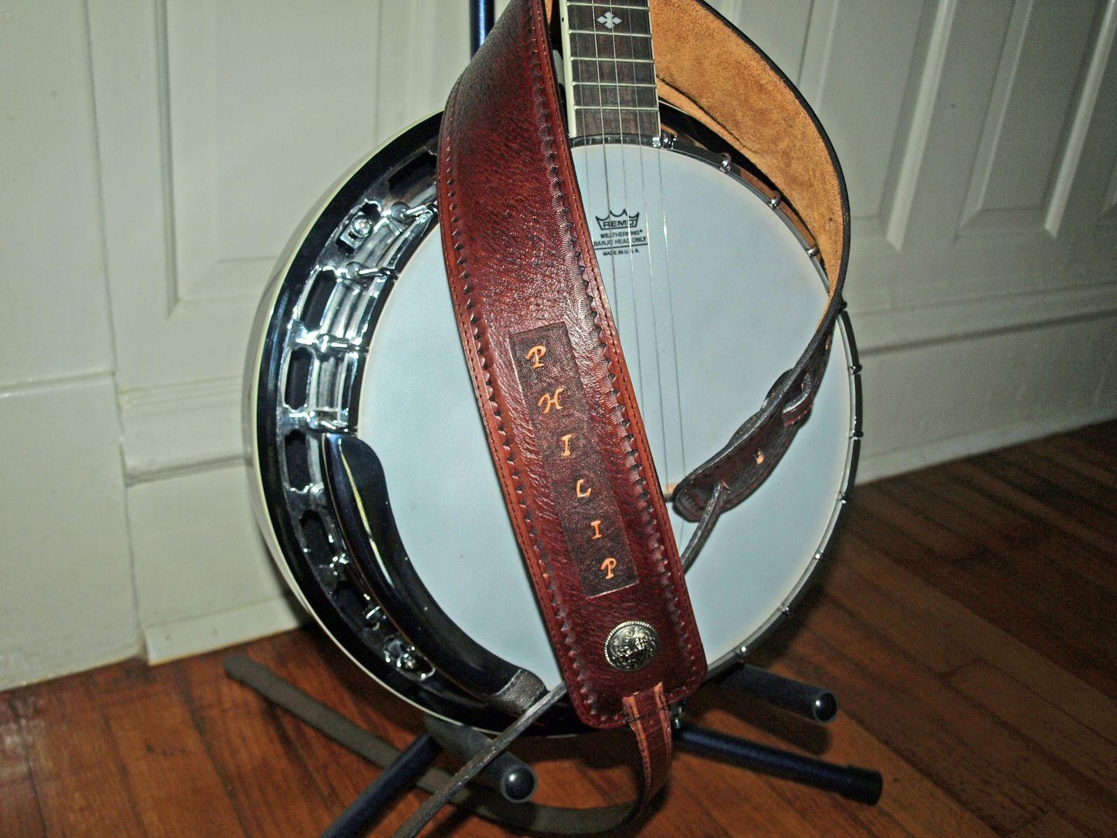 handmade custom design leather banjo strap by dave 39 s hide designs. Black Bedroom Furniture Sets. Home Design Ideas