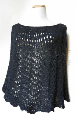 Custom Made The Scallops And Lace Poncho / Capelet - In Black
