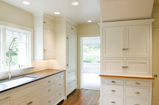 Custom Made Painted  Fsc Certified Alder Kitchen Cabinets