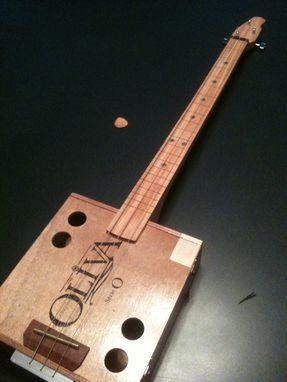 Custom Made Cigar Box Guitar, Hedgewood 8