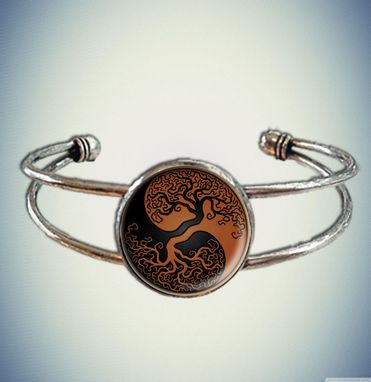 Custom Made Beautiful Ying Yan Spiritual Yoga Chi Cuff Bracelet With Glass Bezel
