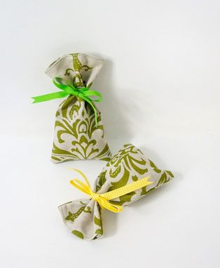 Custom Made Handmade Damask Fabric Favor Bag For Parties