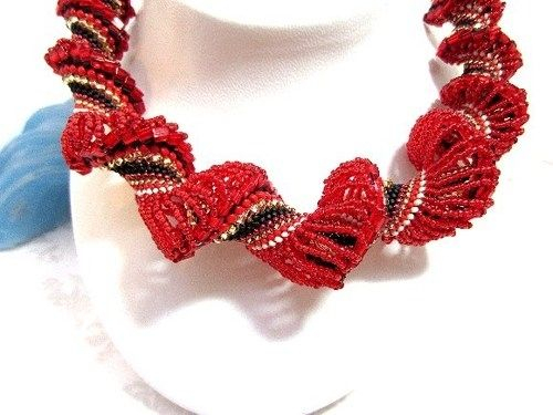 Custom Made Graduated Beadwoven Necklace Scarlet And Black Spiral