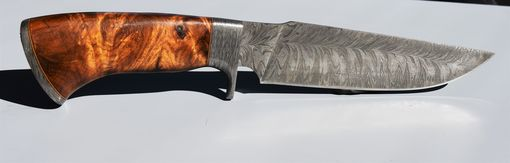 Custom Made Beautigul Feather Damascus Hand Made Knife
