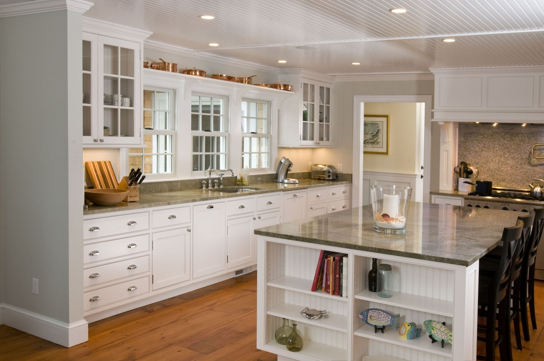 Hand crafted white cape kitchen by michael humphries for Cape kitchen designs
