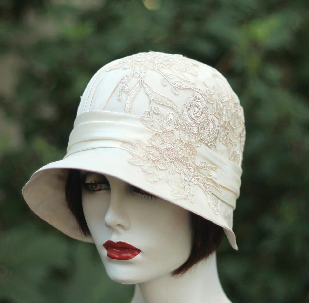 Custom Made 1920s Vintage Style Great Gatsby Cloche Wedding Hat In Ivory And  Lace 43baa061d0b0