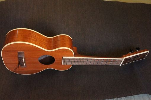 "Custom Made Concert Ukulele ""California"""