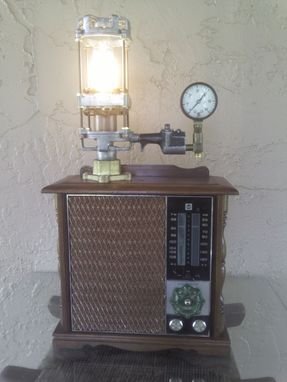 Custom Made Vintage Upcycled Rca Am/Fm/Afc Radio /Retro-Futuristic/Steampunk Table Lamp