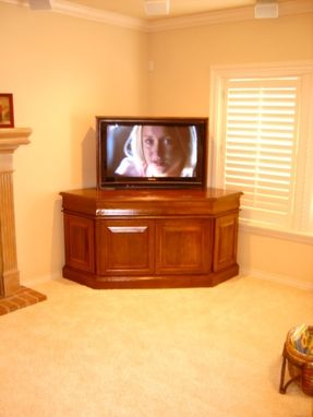Custom Made Corner Tv-Lift Console