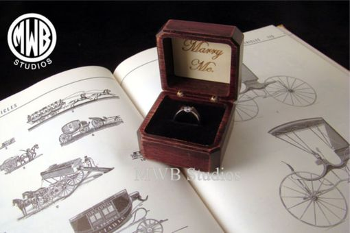 Custom Made Antique Style Engagement Ring Box With Free Engraving And Shipping. Rb-43