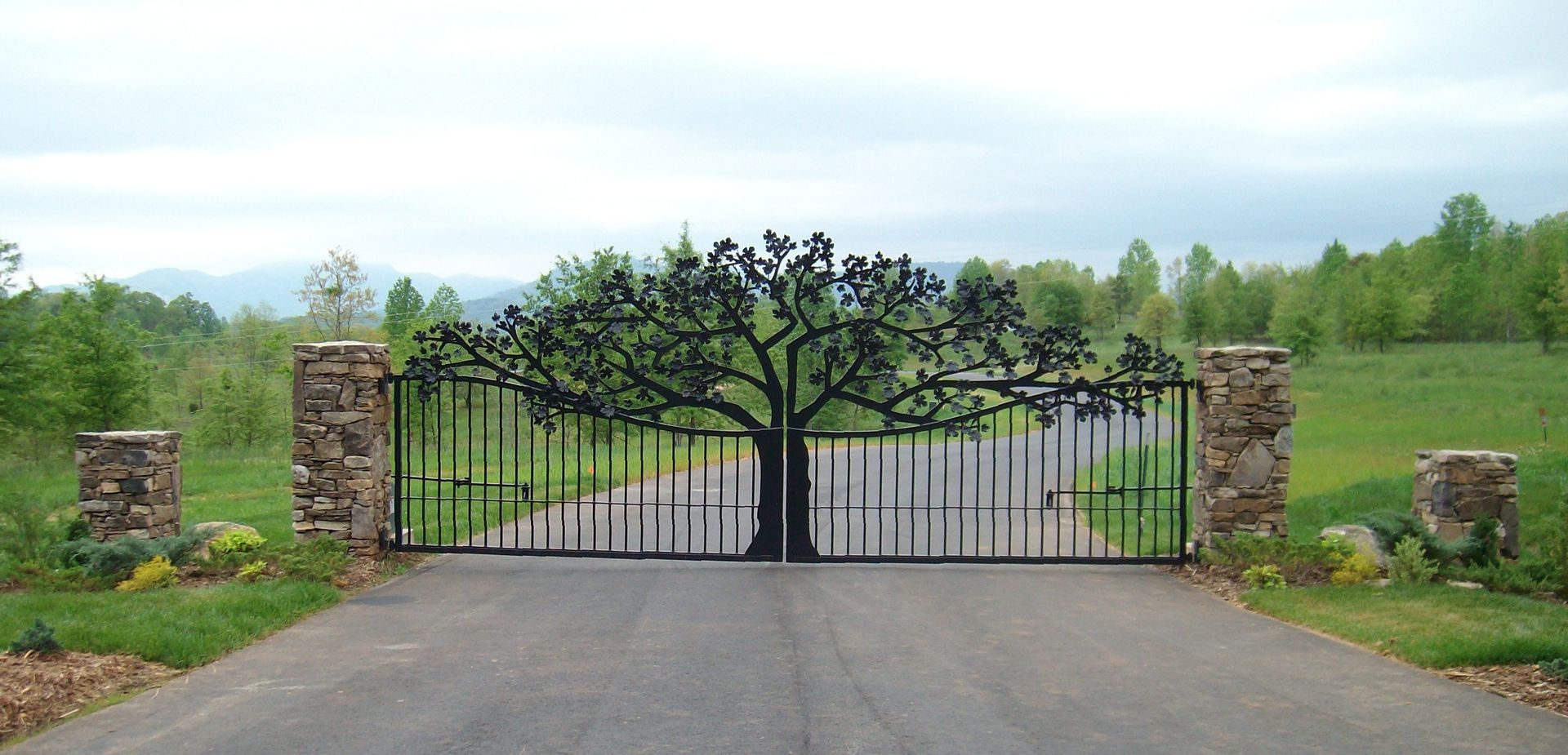 hand crafted custom entry gate for ole plantation by. Black Bedroom Furniture Sets. Home Design Ideas