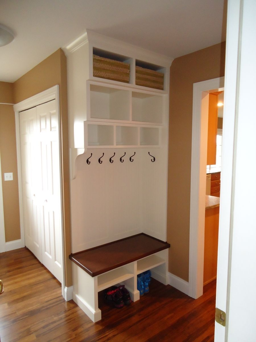 Custom made entry room mudroom built in