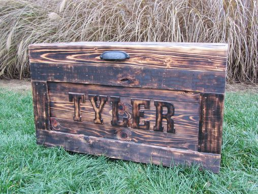 Handmade wood chest made from reclaimed wood pallets for Toy pallets