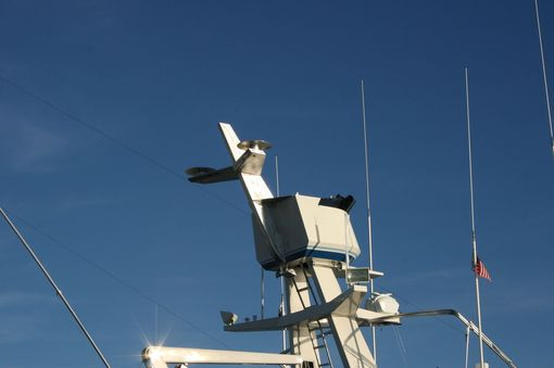 Custom Made Stainless Steel Satellite Mast: Marine Customization