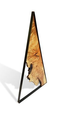 Custom Made Billy - Maple Wood Clock - Natural - Live Edge - Minimalistic - Triangle
