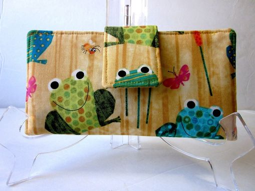 Custom Made Handmade Bifold Women Wallet Happy Frog And Small Friends