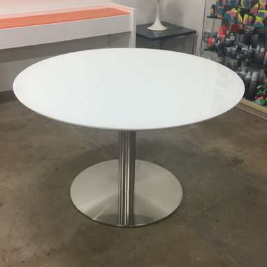 Custom Made Plano Round Table With Pure White Glass