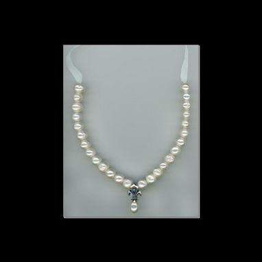 Custom Made Silver Pearly Fleur Necklace