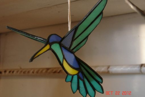 Custom Made 3d Flying Stained Glass Hummingbird In Green, Blue And Yellow Sz 8 1/2 X 8