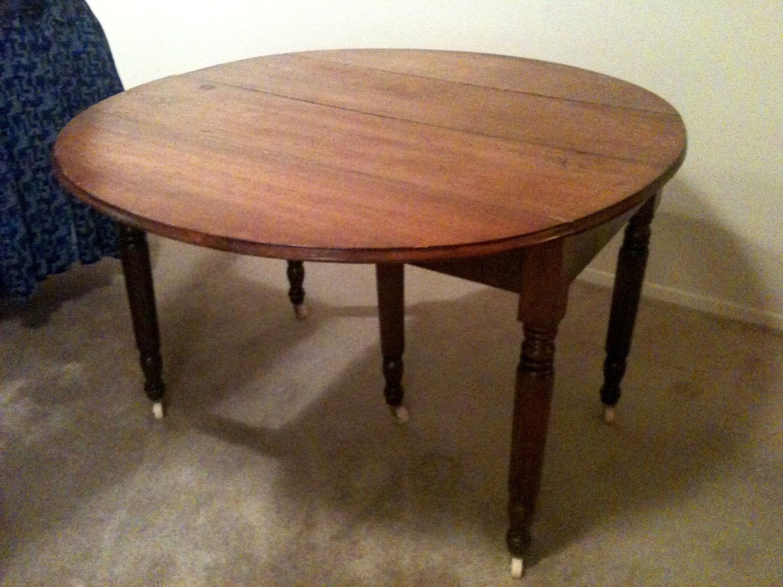 Turned Leg Dining Tables