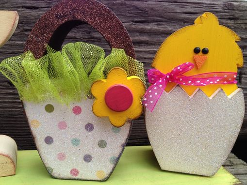 "Custom Made Easter Decor ""Hoppy Easter"""