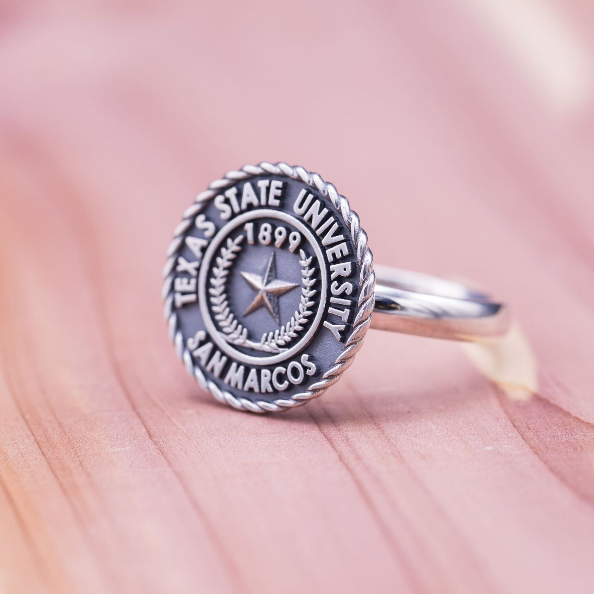 custom class rings design your own college class ring. Black Bedroom Furniture Sets. Home Design Ideas