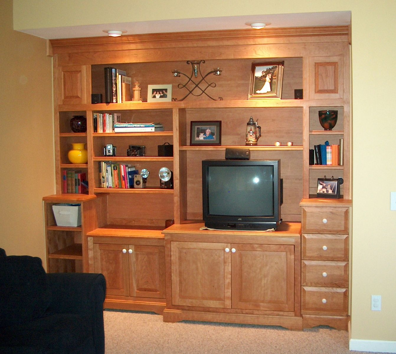 Custom Bookcases Amp Entertainment Center By Homecoming