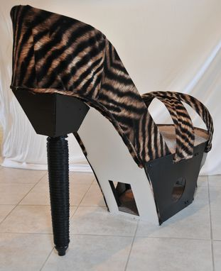 Custom Made The Stiletto Cat Lounger