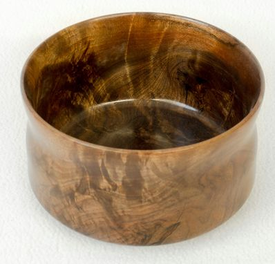 Custom Made Walnut Rood Tea Bowl