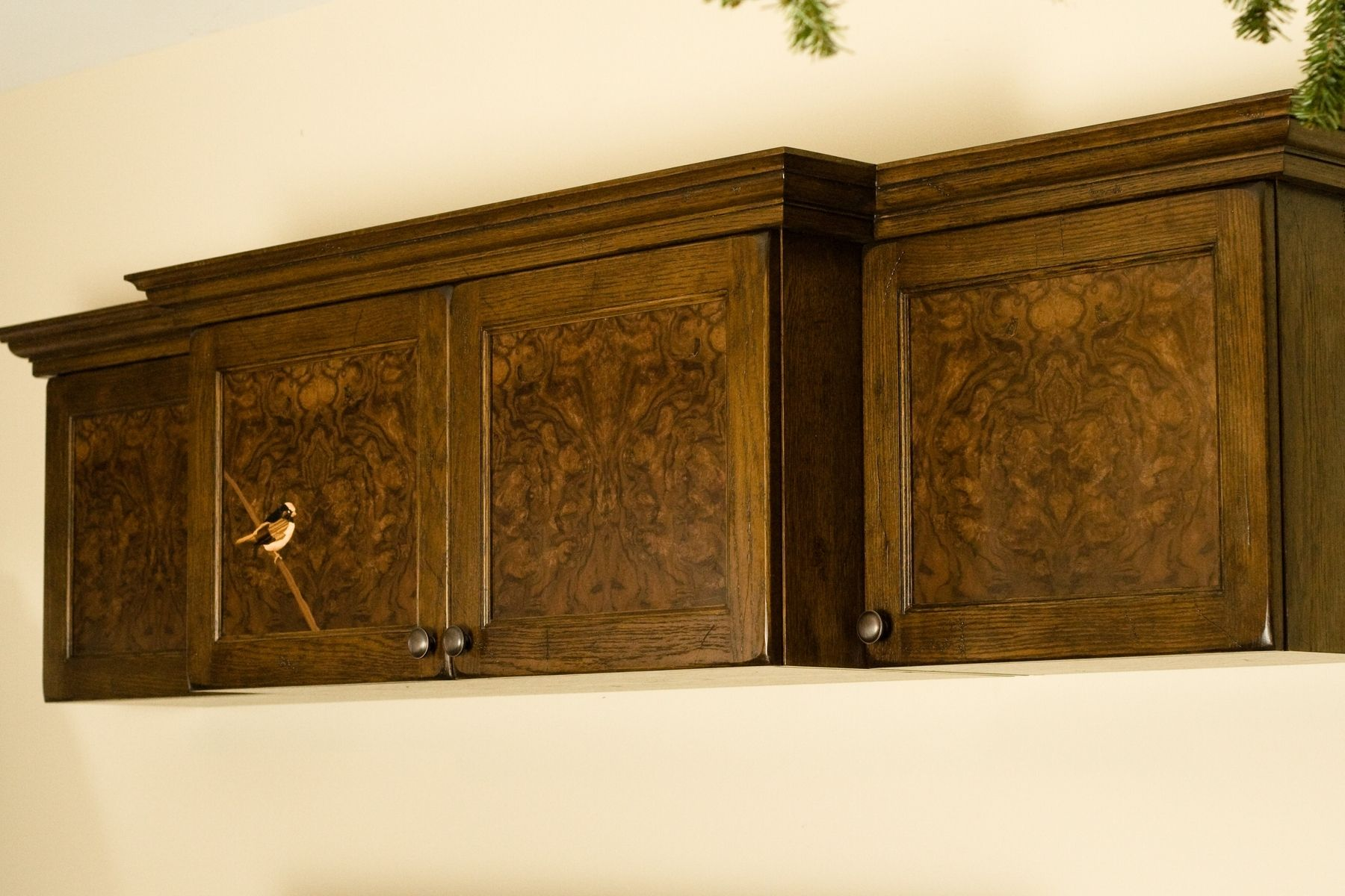White oak cabinets pictures amazing home design for Burl wood kitchen cabinets