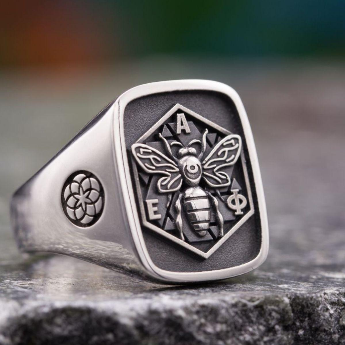 custom signet rings  family crest rings  u0026 coat of arms rings