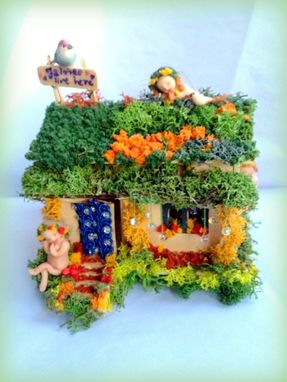 Custom Made Fairy Garden - Fairy House With Fairies And Birds Ogld, Dma Ooak