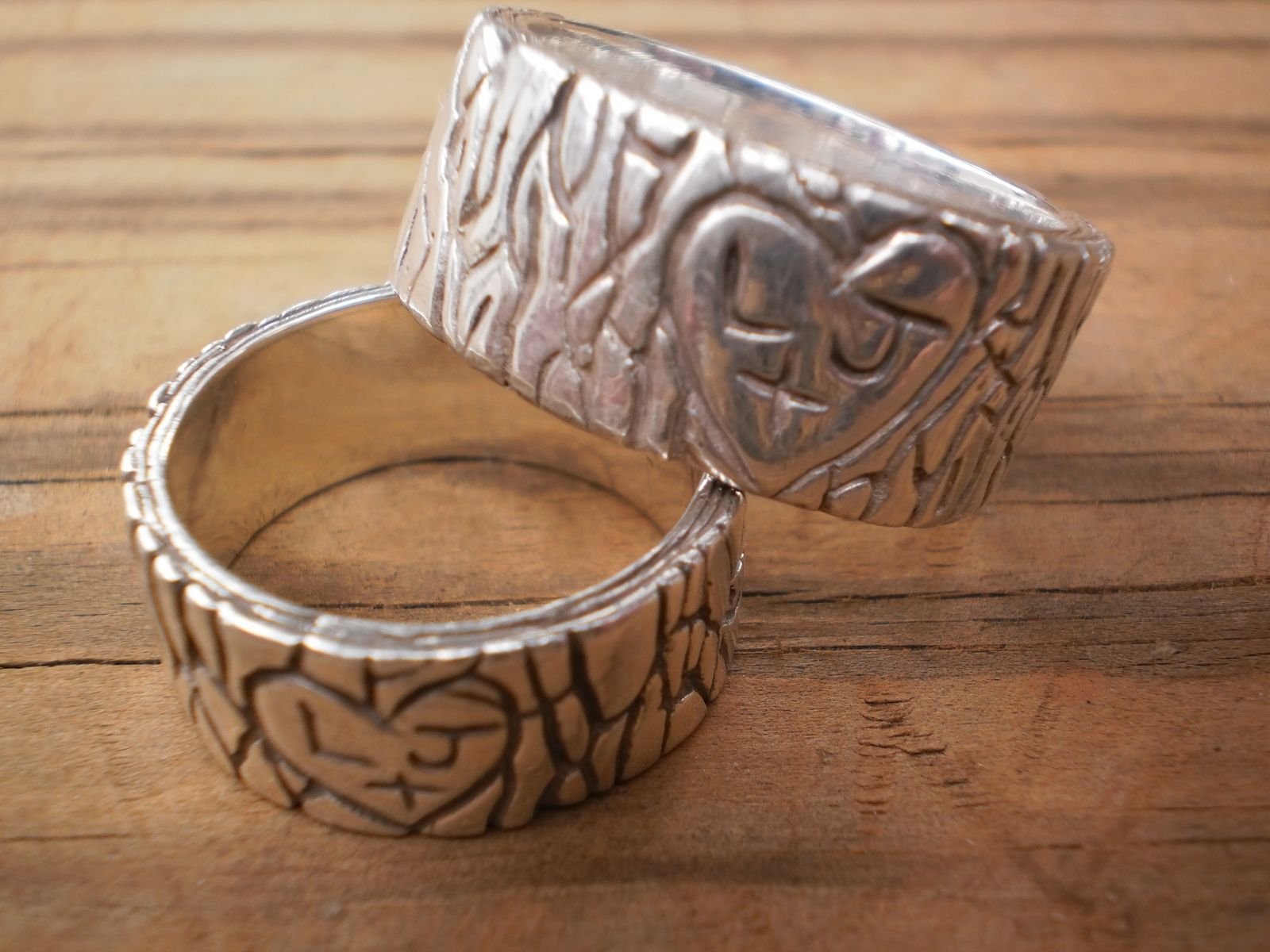 initial tree stump rustic wedding bands his and hers - Rustic Wedding Rings