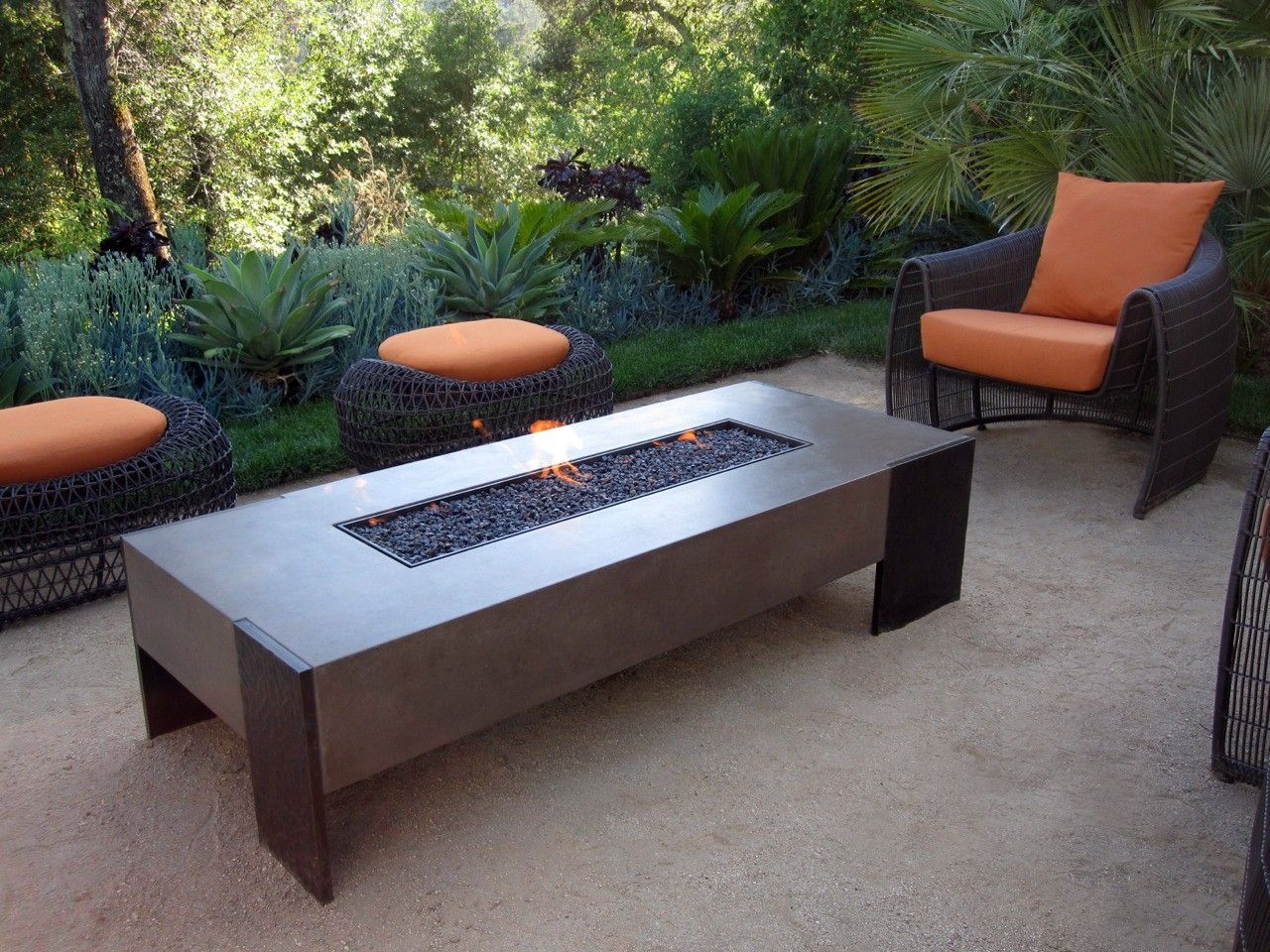 Handmade tam firetable by concreteworks for Concreteworks fire table