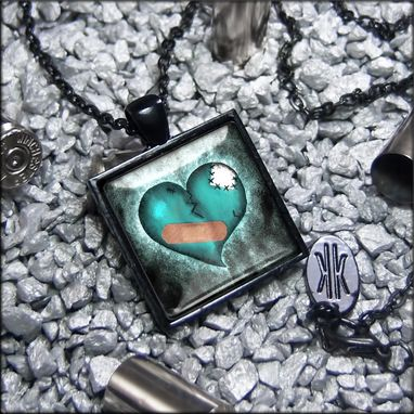 Custom Made Limited Edition Love Hurts Broken Zombie Heart Necklace 137-Jbspn