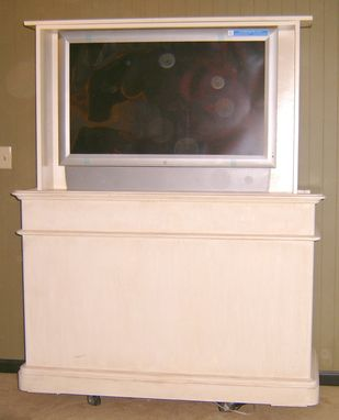 Custom Made Foot Of The Bed Tv-Lift Console With Swivel