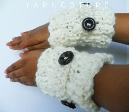 Custom Made Bukni Cuffs / In Cream / Fall Winter Fashion Thick And Warm Fingerless Gloves