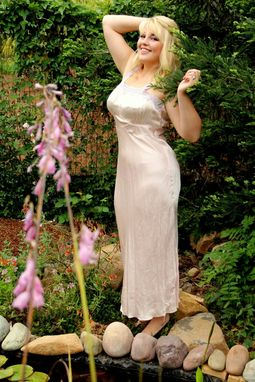 Custom Made Vintage 30s Pink Silk And Lavender Eyelet Lace Bias Cut Dressing Gown Low Back M L
