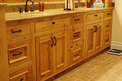 Custom Made Classic Country Kitchen